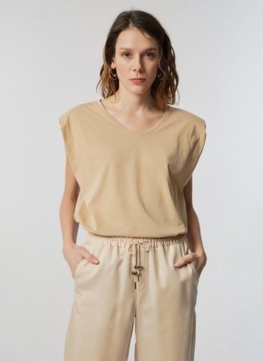 Monamoda V Yaka Vatkalı T-Shirt Camel
